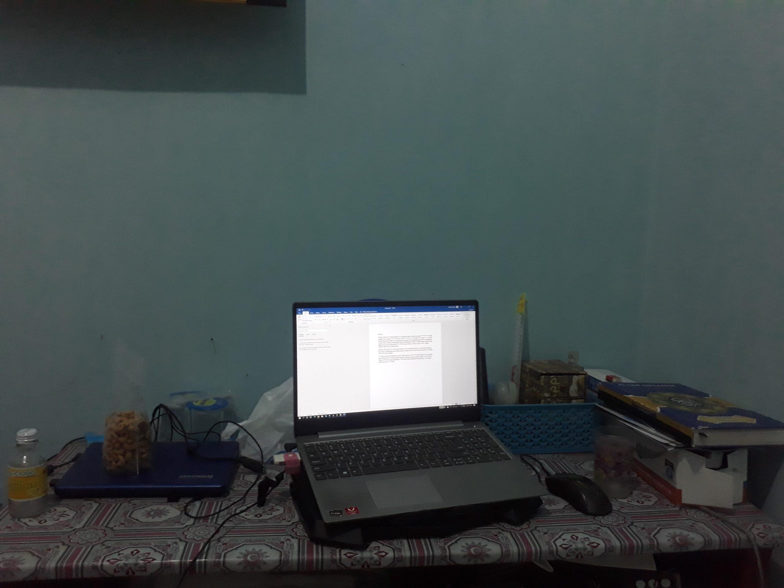 Meja kerja sebelum konmari